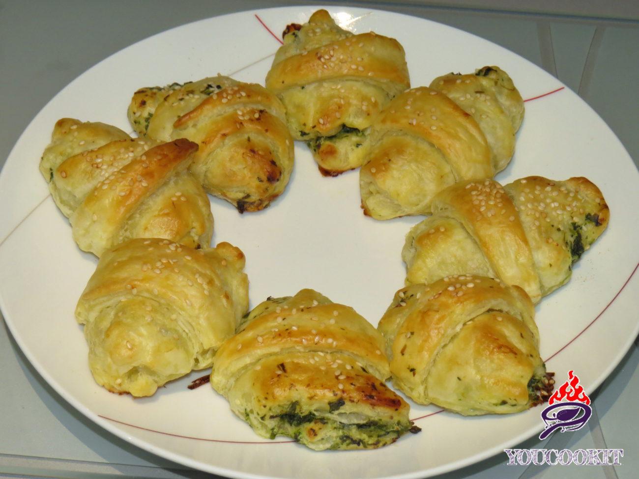 Mini cornetti salati alla ricotta e spinaci